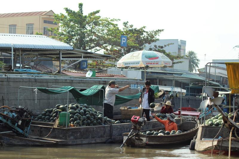 Marché flottant au Vietnam Vietne14