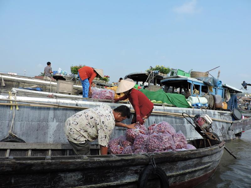 Marché flottant au Vietnam Vietne18