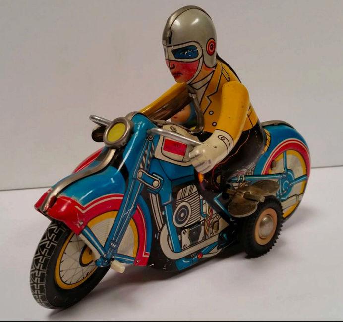 Jouets, jeux anciens et miniatures sur le monde Biker - Page 22 Capt1469