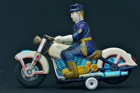 Jouets, jeux anciens et miniatures sur le monde Biker - Page 22 Capt1737