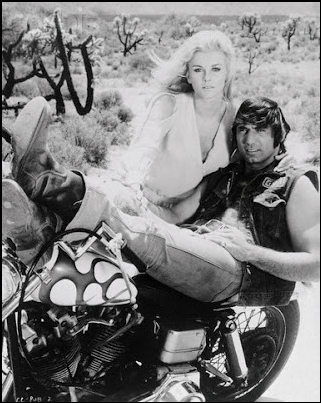 Ils ont posé avec une Harley, uniquement les People - Page 2 Captu125