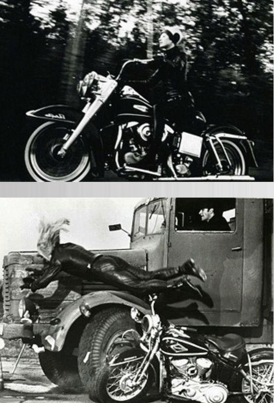 Ils ont posé avec une Harley, principalement les People - Page 38 Captu707