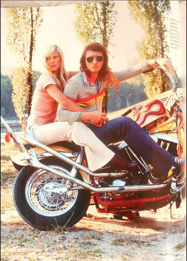 Ils ont posé avec une Harley, uniquement les People - Page 2 Captu790