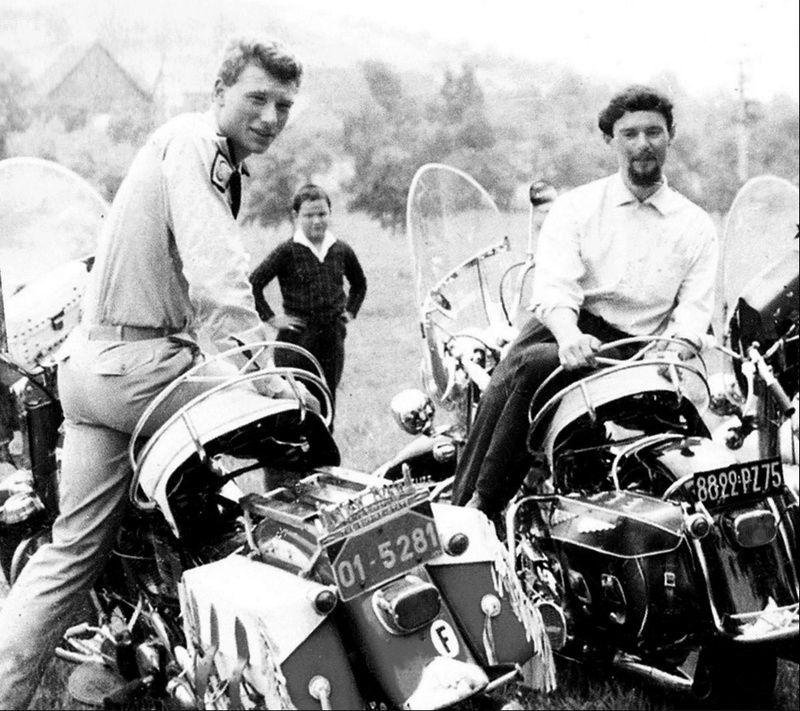 Ils ont posé avec une Harley, uniquement les People - Page 3 Captu801