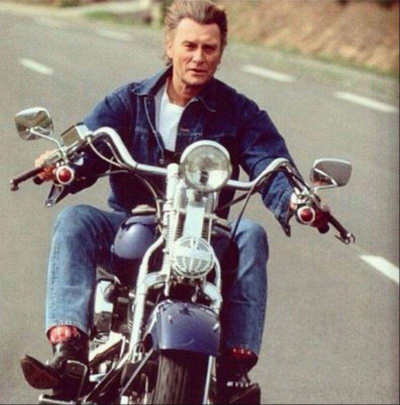 Ils ont posé avec une Harley, uniquement les People - Page 3 Captu802