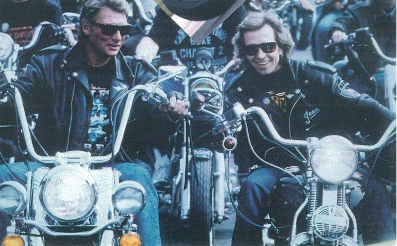 Ils ont posé avec une Harley, uniquement les People - Page 3 Captu806