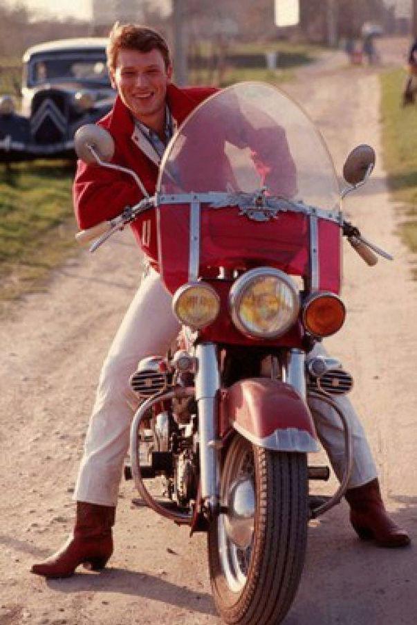 Ils ont posé avec une Harley, uniquement les People - Page 3 Captu807