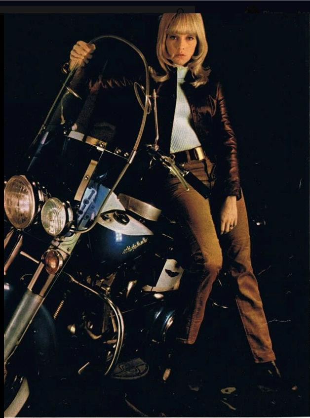 Ils ont posé avec une Harley, uniquement les People - Page 6 Captu961