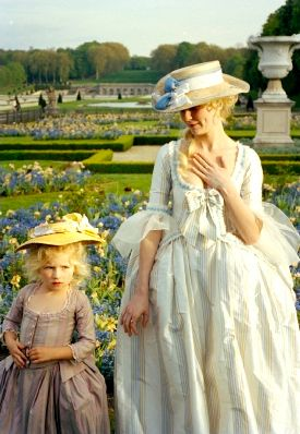 Marie Antoinette avec Kirsten Dunst (Sofia Coppola) - Page 5 F9606510