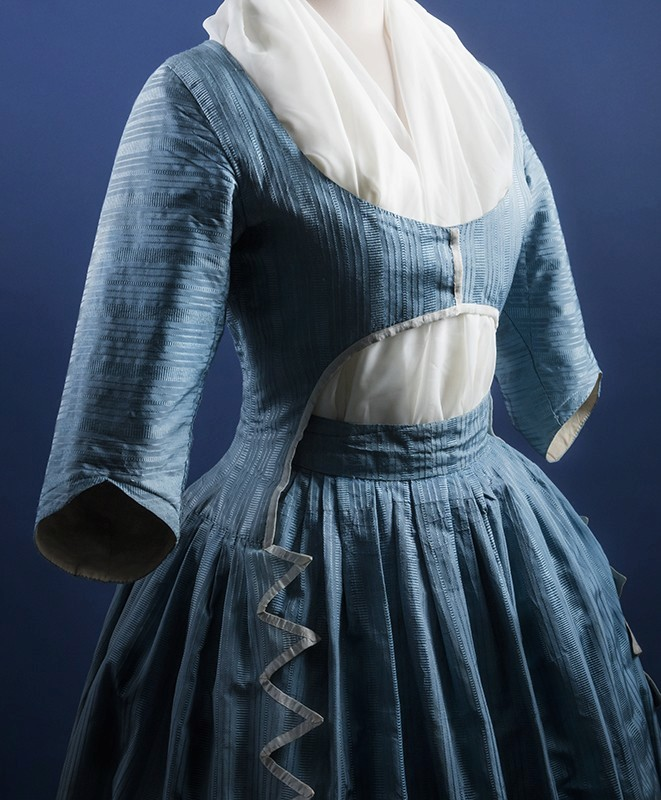 robes XVIIIe: styles, couleurs et matières  Lhisto10