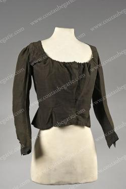 Vêtements de deuil au XVIIIe Ob_8d110