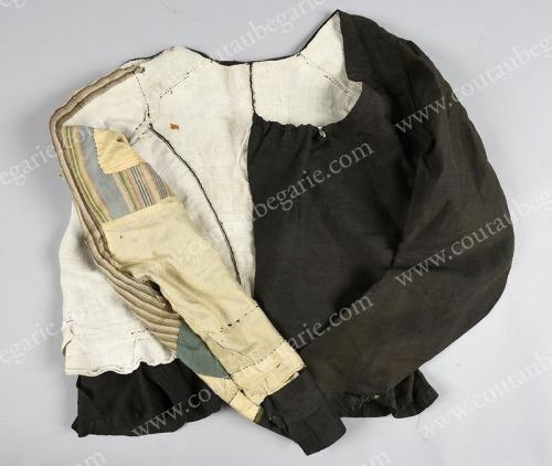 Vêtements de deuil au XVIIIe Ob_ab410