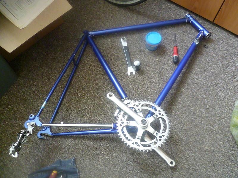 Montage pour la ville, on va essayer de faire un beau vélo pour une fois! P1070921