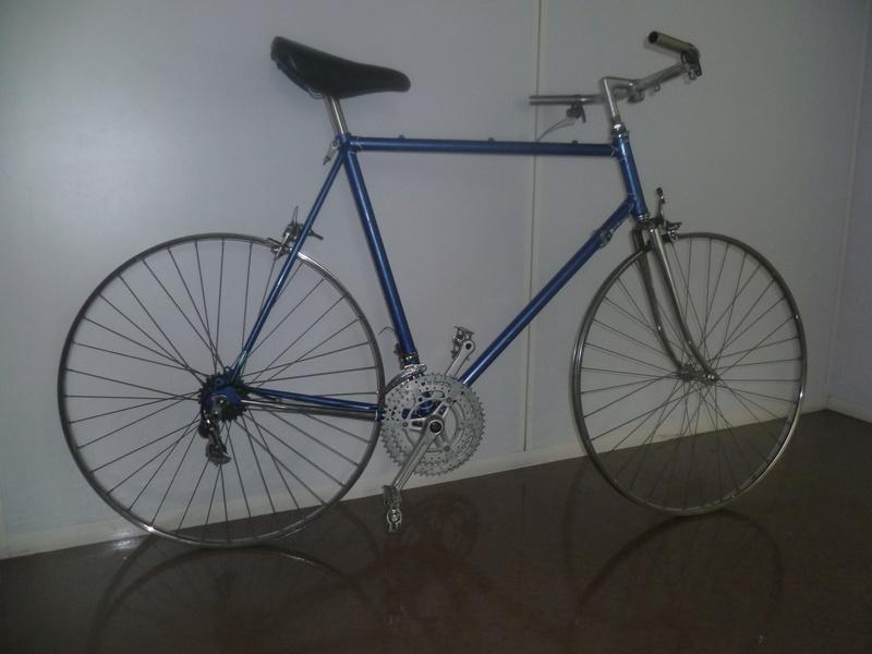 Montage pour la ville, on va essayer de faire un beau vélo pour une fois! P1080024