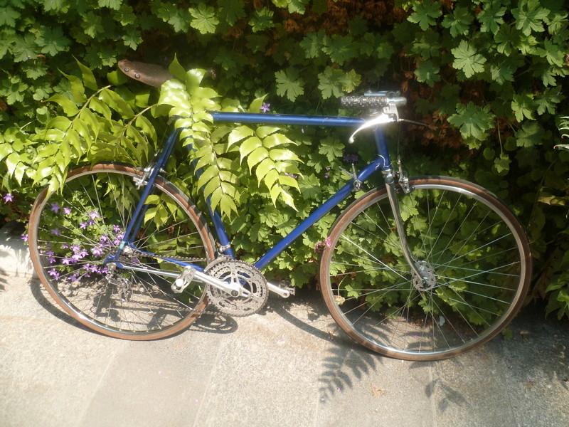 Montage pour la ville, on va essayer de faire un beau vélo pour une fois! P1080035