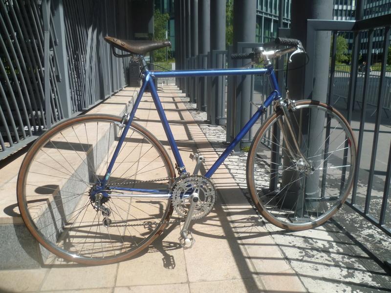 Montage pour la ville, on va essayer de faire un beau vélo pour une fois! P1080036