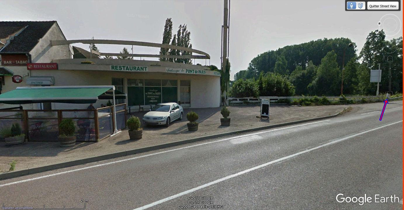 STREET VIEW : borne routière qui marque la frontière entre des départements Auberg10