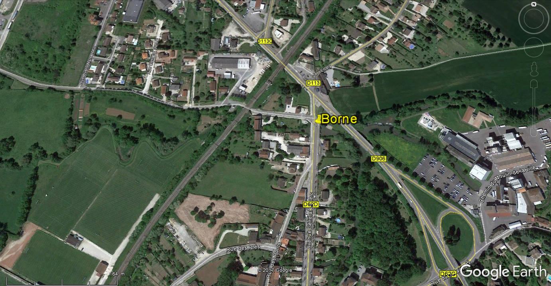 STREET VIEW : borne routière qui marque la frontière entre des départements Cborne10