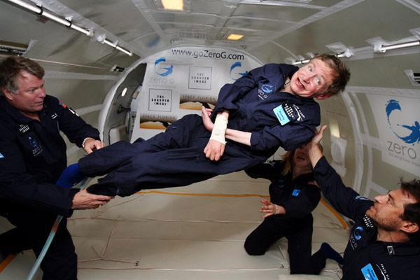 Stephen Hawking, physicien de premier rang et star des médias... Hawkin10