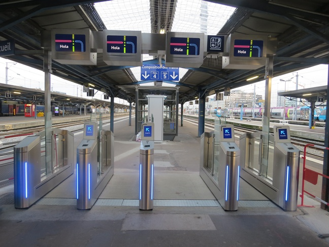 Les portes d'embarquement anti-fraude en gare de NantesTGV 648x010