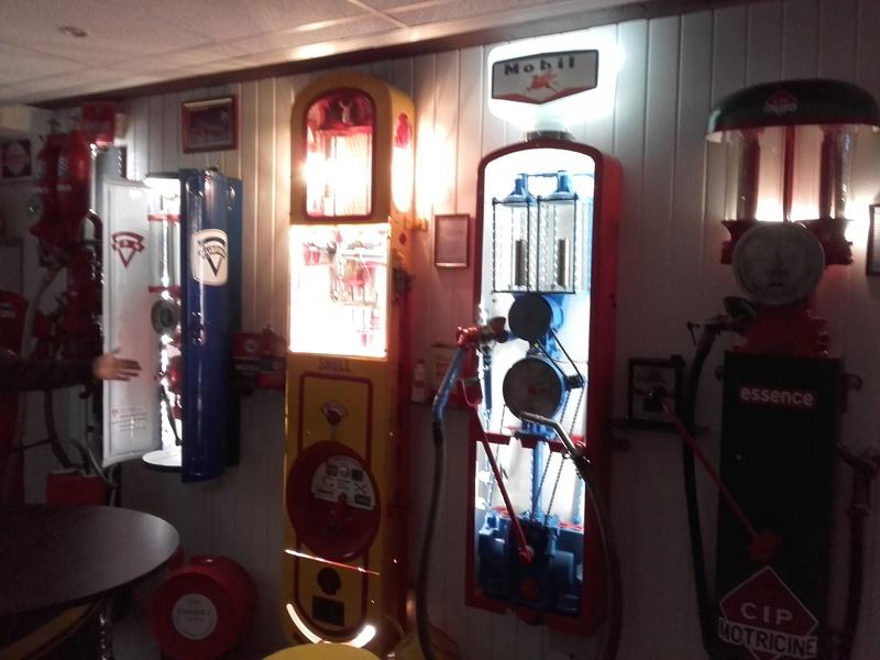 un petit Musée privé sur le thème des vieilles pompes à essence 20180313