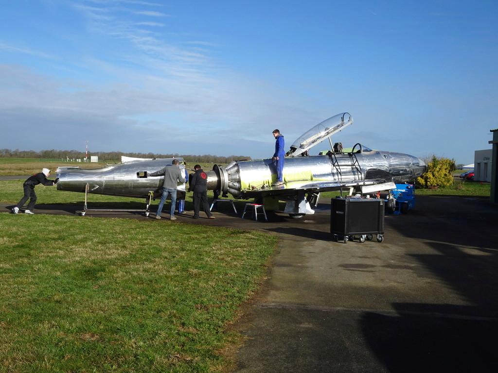 """Un T-33 Canadien arrive en France C-FUPK CT-133-AUP """"Silver star"""" Dsc04111"""