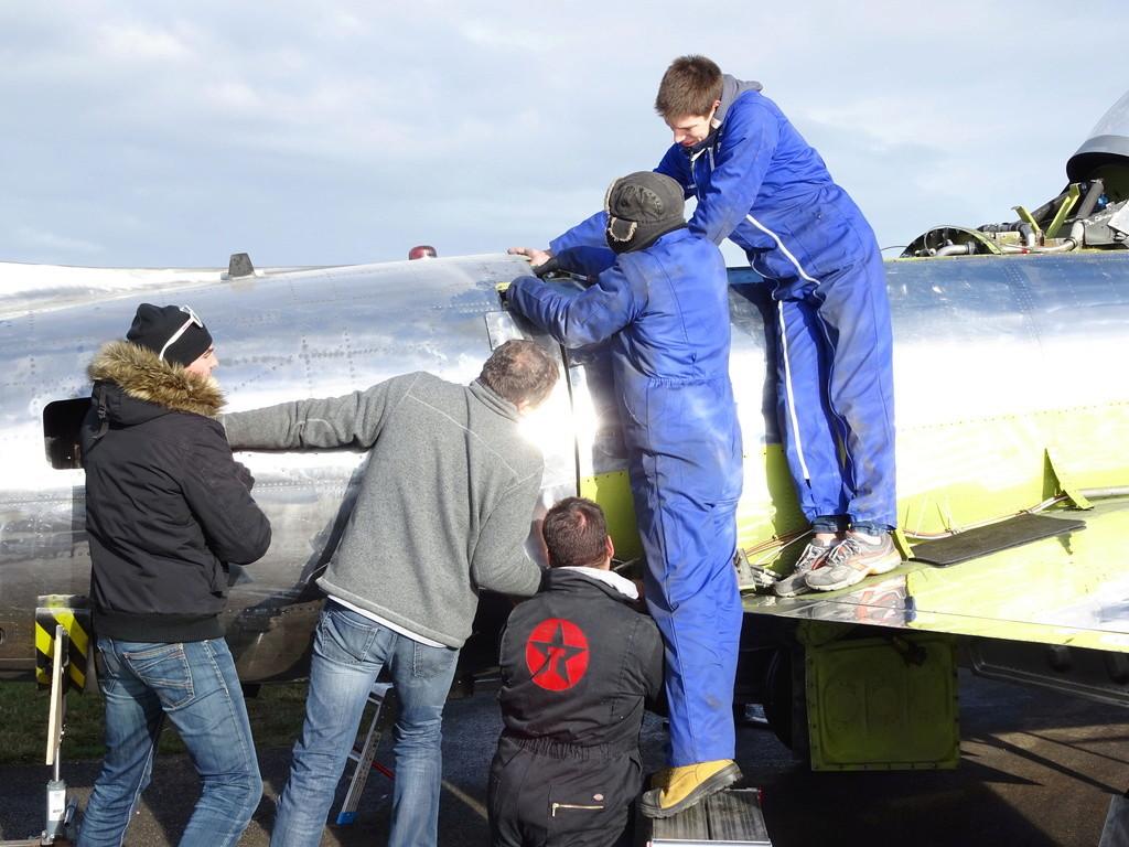 """Un T-33 Canadien arrive en France C-FUPK CT-133-AUP """"Silver star"""" Dsc04211"""