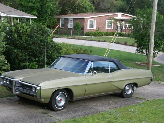 STREET VIEW : les vieilles voitures américaines - Page 4 Pontia10