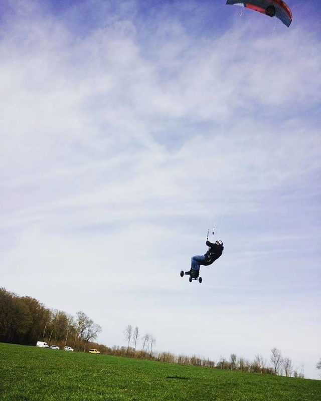 Quelqu'un a pu test la Flysurfer SOUL en 18m ?  30126910