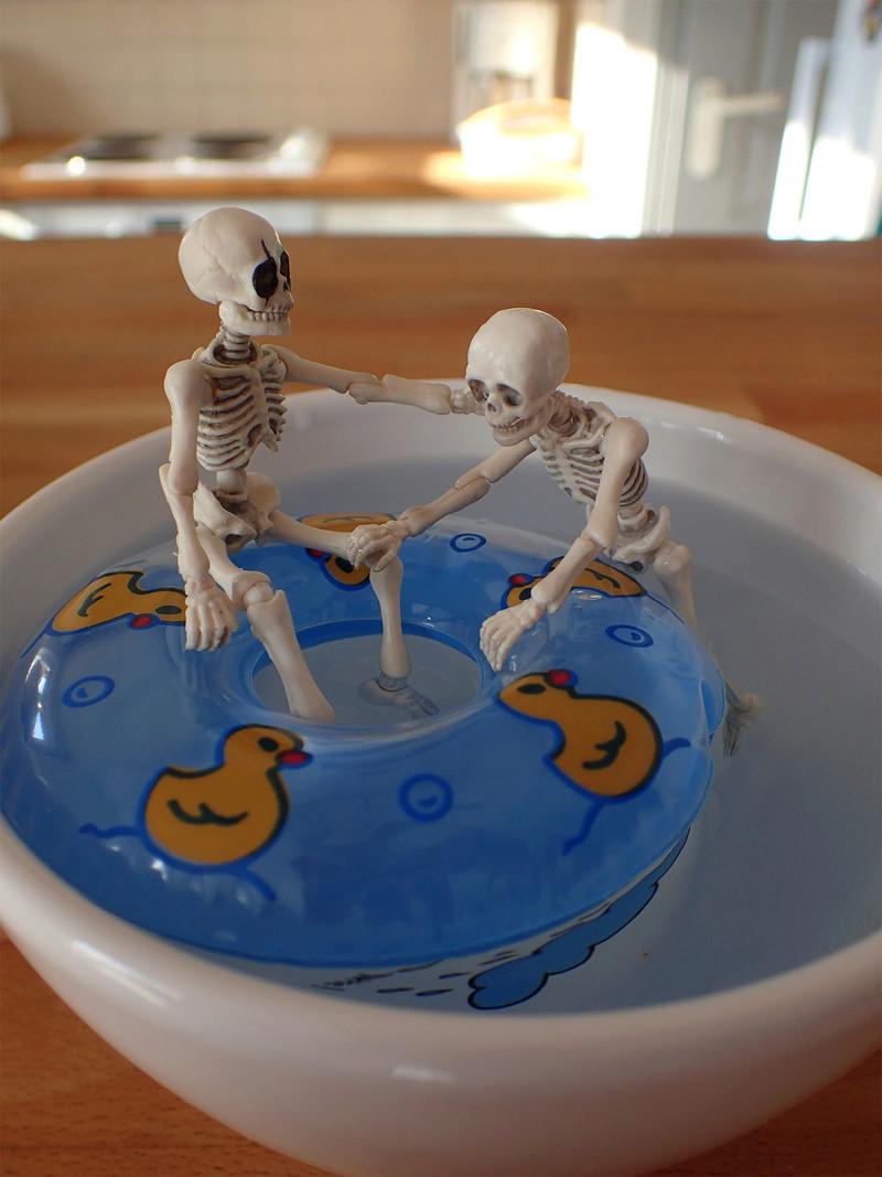 [Toys divers] 2 squelettes à la plage - Page 2 Squele14