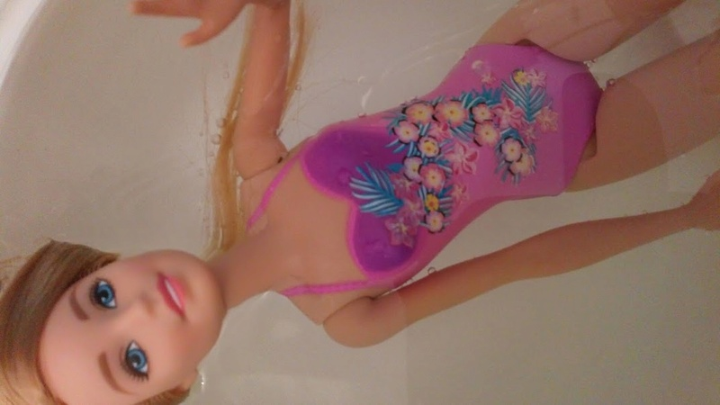 Spécial Barbies au maillot de bain peint Dsc_1702