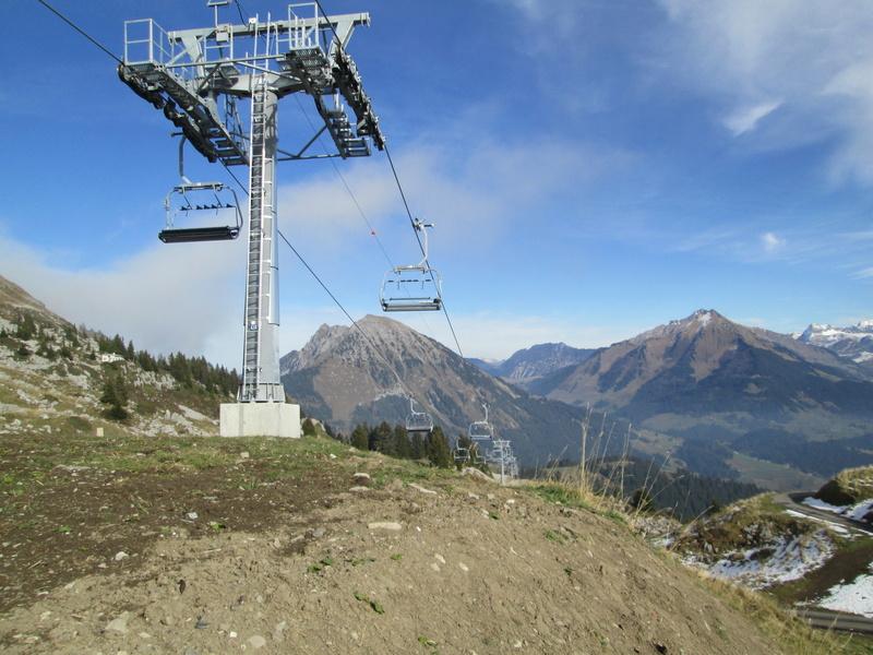 Construction du télésiège débrayable 4 places Le Fer-Brion-Tête d'Ai à Leysin VD Suisse (TSD4) - Page 2 Img_2127