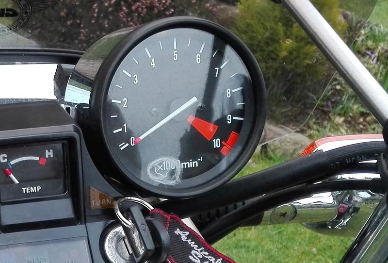 Honda 500 VTC : démontage verre compte-tours Img_2031
