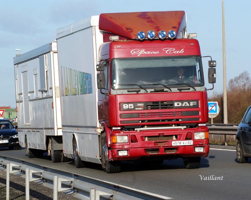 Les Camions des forains - Page 6 Dsc01513