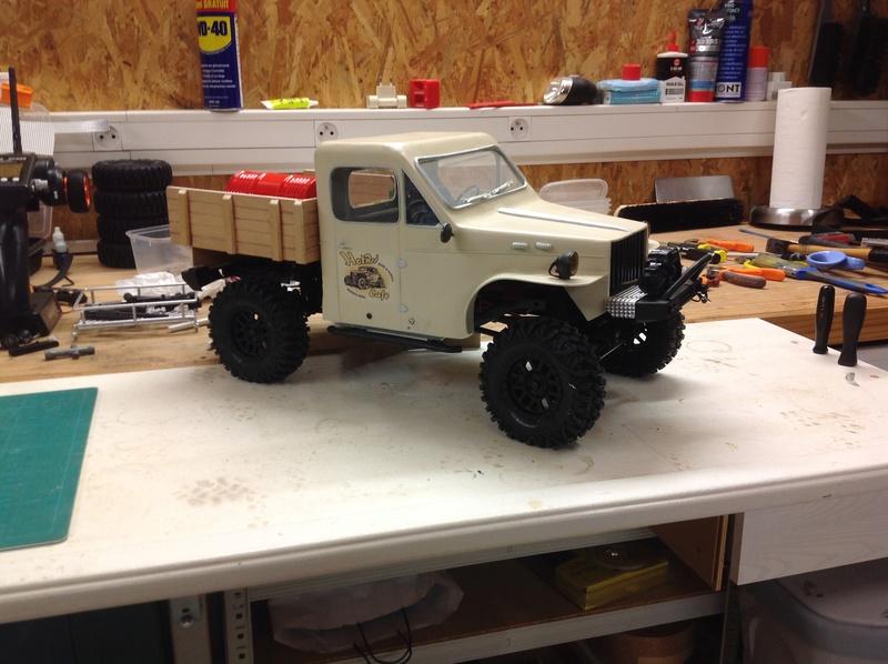 Un petit camion plateau sur base MST CFX-W..... Img_1132