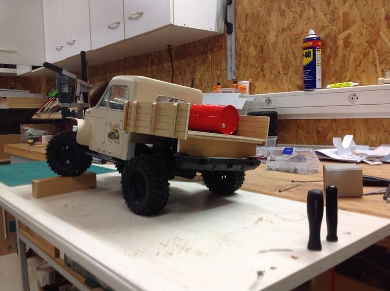 Un petit camion plateau sur base MST CFX-W..... Img_1134