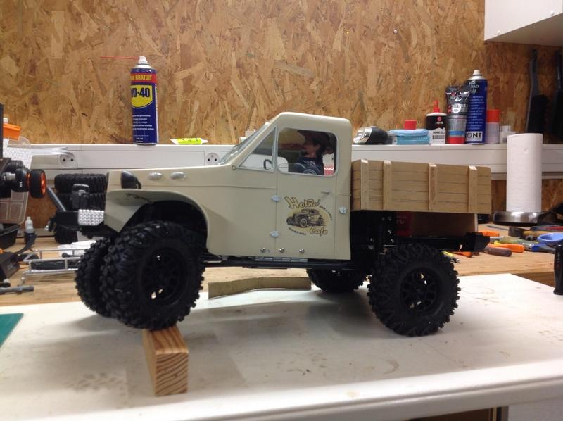 Un petit camion plateau sur base MST CFX-W..... Img_1135