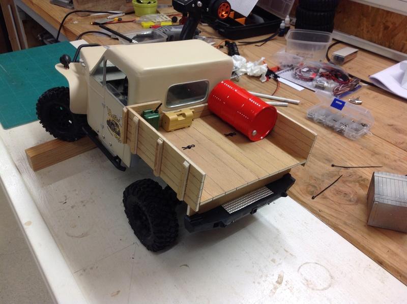 Un petit camion plateau sur base MST CFX-W..... Img_1136