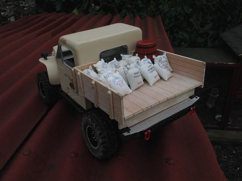 Un petit camion plateau sur base MST CFX-W..... - Page 2 Img_1146