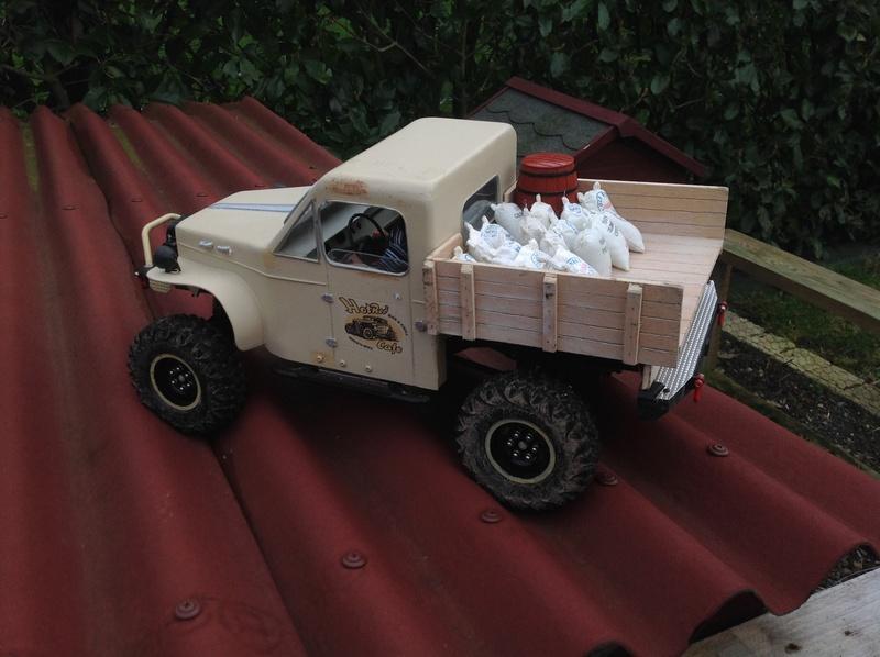 Un petit camion plateau sur base MST CFX-W..... - Page 2 Img_1148