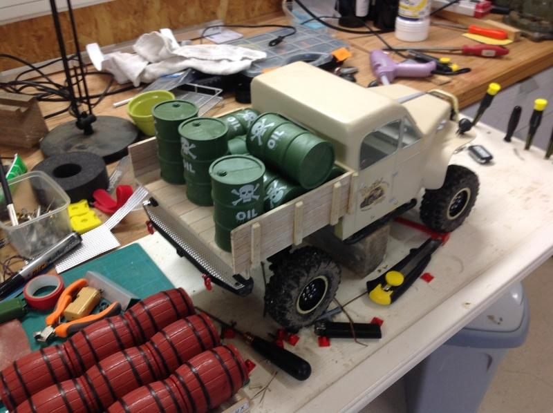 Un petit camion plateau sur base MST CFX-W..... - Page 2 Img_1150
