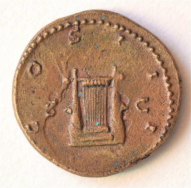 Hadrien Semis à La lyre, finalement Provinciale ou Romaine ? Dsc_1312