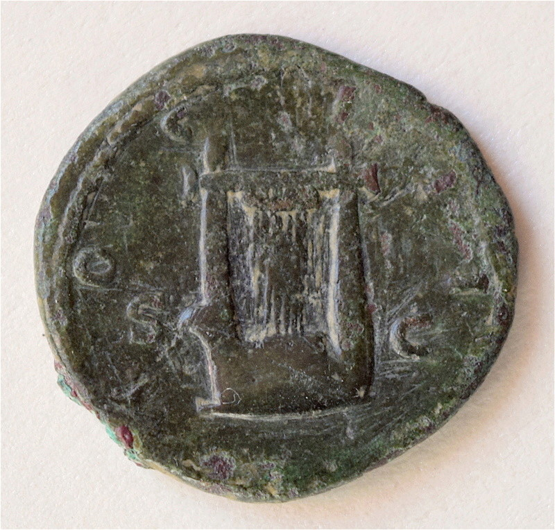 Hadrien Semis à La lyre, finalement Provinciale ou Romaine ? Dsc_1313