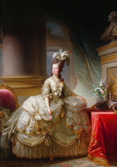 The Devil Wears A White Dress: Antoinette et la chemise  Zzz511