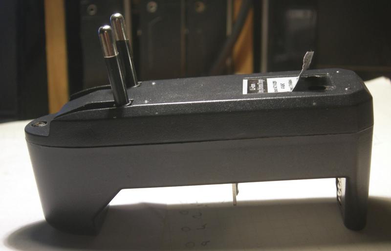 Chargeur d'accus Li-Ion CACA ! Dscn5111