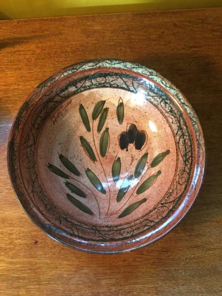 Bowl with a partial sticker E1546b10
