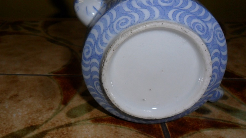 Small tea pot Chinese / Japanese unmarked but with some age Sam_7510