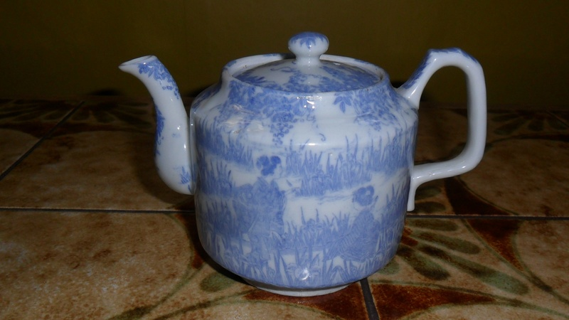 Small tea pot Chinese / Japanese unmarked but with some age Sam_7511