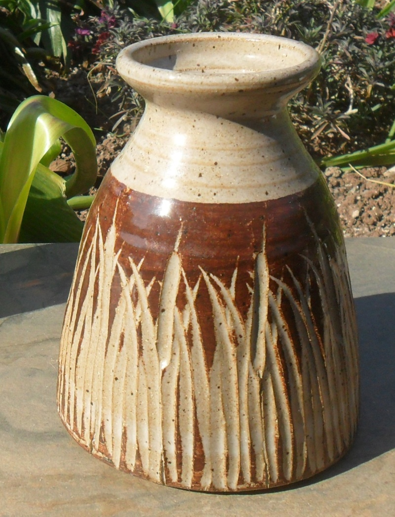 Incised vase with ap or ps or pg backstamp! Sam_8315