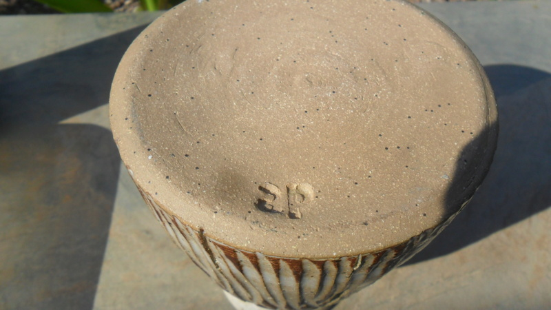 Incised vase with ap or ps or pg backstamp! Sam_8316